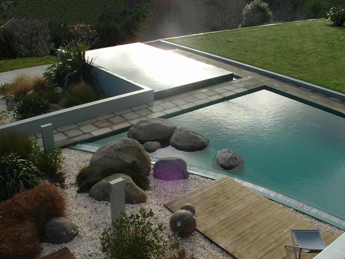 Modern negative or horizon edge pool design with 2 pool areas