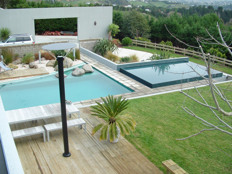 Modern negative edge pool horizon edge swimming pool for Pool design company polen