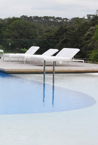 Contemporary pool design in auckland with pool beach for Pool design company polen