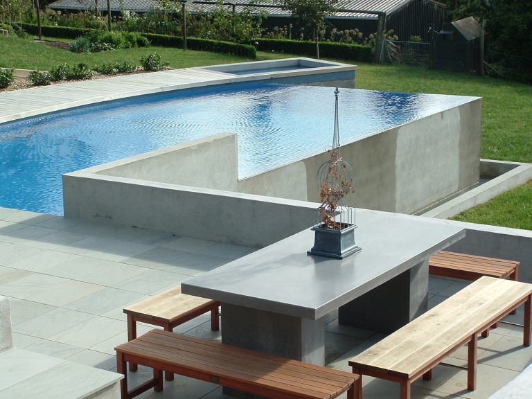 Wet edge swimming pool spa design on sloping site for Pool edges design